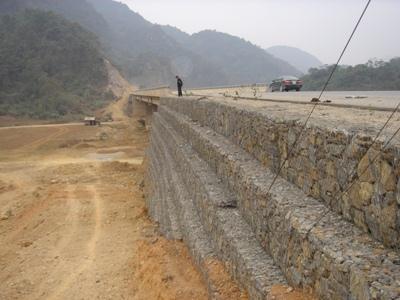 Rọ đá bọc nhựa pvc bảo vệ chân hố cầu